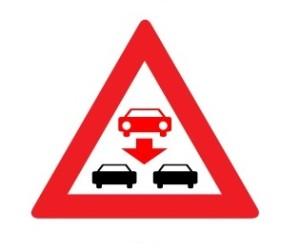 A_pozor-jeden-pruh-na-dálnici-je-v-protisměru