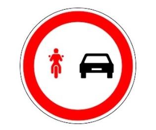 PT_předjíždění motocykly a mopedy zakázáno
